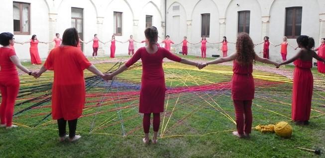 donne vestite di rosso