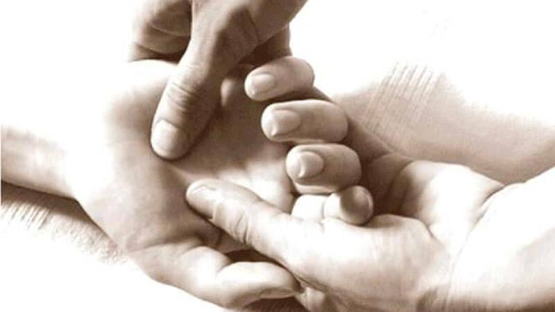 massaggio shiatsu alle mani