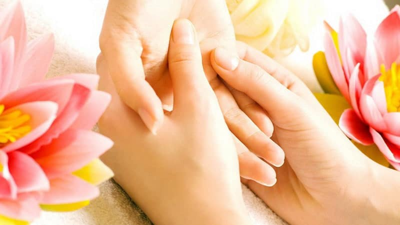 trattamento mani con reki e shiatsu